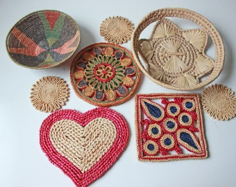 Collection of vintage woven baskets & trivets / round bohemian wall hanging decor / colorful baskets
