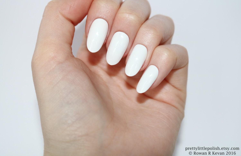 White oval nails Nail designs Nail art Nails Stiletto