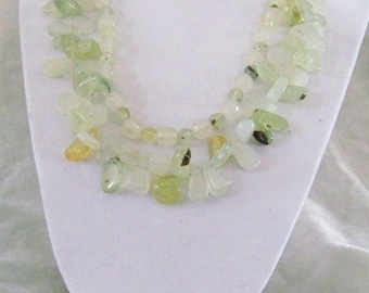 Barely Green Lively Quartz Necklace with Earrings