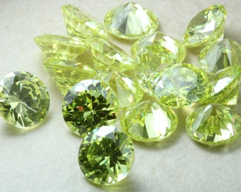 7mm Round Peridot Green Cubic Zirconia. AAAA Flawless graded. Light Green Colour CZ. Multi Packs. Precision cut. Calibrated sizing.