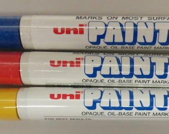3 uni Paint Markers