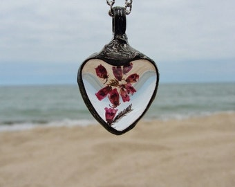 Pendant, heart glass necklace, real dried ERICA flower,  terrarium Necklace, love necklace, medalion, heather jewellery, herbarium Jewelry