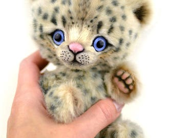 Artist snow leopard Bodi 6.5 in, artist leopard teddy ooak, christmas gift, collectible toy, handmade teddy, jointed snow leopard, cat