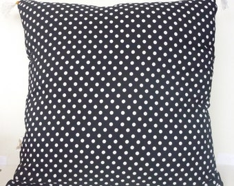 White and black dots Cushion cover