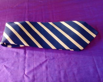 BOSS Authentic silk tie.Vintage item/silk tie from 80's.Made in Italy/classic design for all occasions/perfect condition.