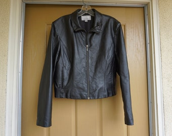 Vintage 80s/90s black leather jacket womens size Large short cropped Wilsons