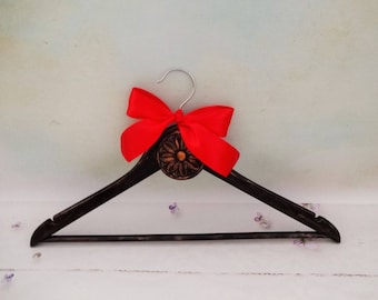 Black Hanger, Gothic Wedding Hanger,  Bridal Hanger, Bridesmaid Hanger, Wedding Dress Hanger, Wedding Gown Hanger, Bridesmaid Gift