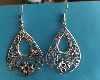 Silver tone teardrop earrings  C48