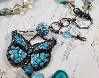 Butterflies Are Free to Fly Lariat Pendant Necklace