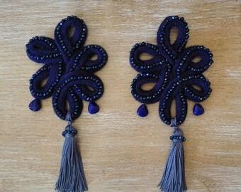 Essential earrings and jewel earrings.