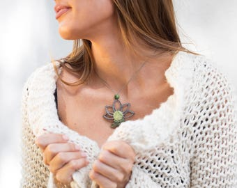 Macrame Necklace - Lotus flower