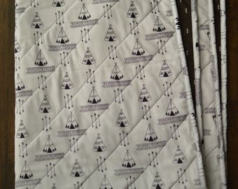 Black and White Teepee/Arrow Quilted Blanket