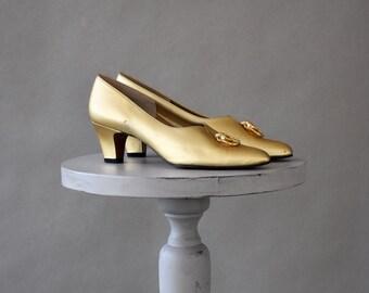 Vintage Shoes / 60s Shoes / Vintage 60s Shoes / Slip On Shoes / Pumps / Gold / Gold Metallic / Leather Shoes / High Heel Shoes / 8.5