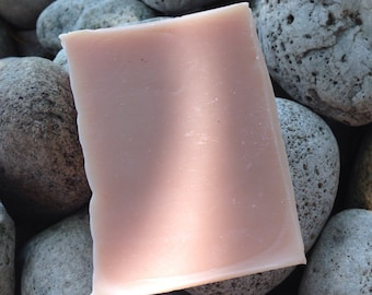Goats milk with rose clay cold processed soap - Avocado oil - Coconut oil