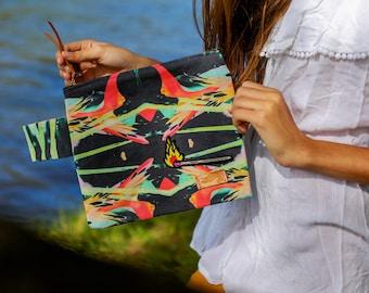Aloha paradise clutch