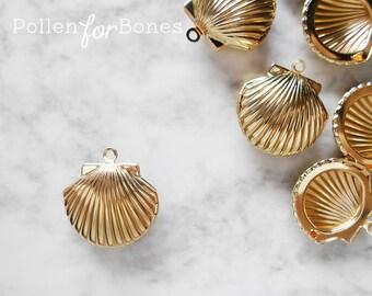 1pc ∙ Gold Seashell Locket High-shine Summer Beach Pendant Nautical Jewelry Supplies