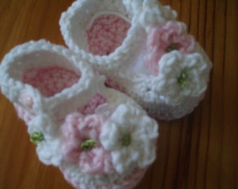 Baby Booty Booties Shoes with flowers, Crochet Pattern, Mary Jane Baby Shoes.