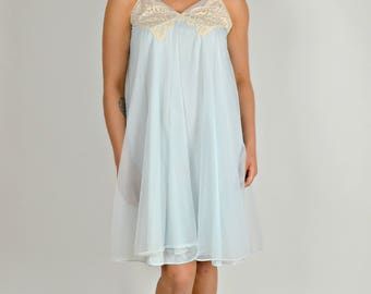 Vintage Baby Blue Nightgown, Blue Short Nightgown, 1960s Nightgown, Sheer Nightgown, Lace Nightgown, Blue Bridal Nightgown, Size Large