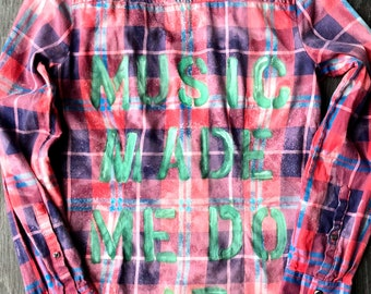 Upcycled grunge distressed graphic Flannel boho festival style #musicmademedoit SZ S