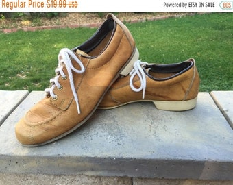NEW LOW PRICE Vintage Right Hand Throw Bowling Shoes size 7 1/2  Med Width Womens with Brown leather uppers Made In Usa