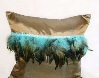 Boho Deluxe Pillow by Nagual-Spirit, Gold shining with feathers, 40 cm x 40 cm