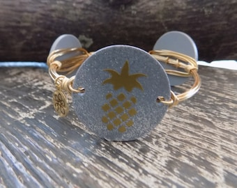 Bourbon & Boweties Inspired Wire Bracelet.   Sparkle Silver Acrylic Pineapple Disc with Gold Pineapple Wire Wrapped Beaded Bangle.