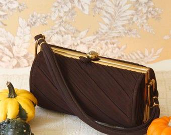vintage 1940s purse <> 1940s barrel purse <> 40s brown purse <> vintage brown pleated fabric box purse <> 1940s brown handbag