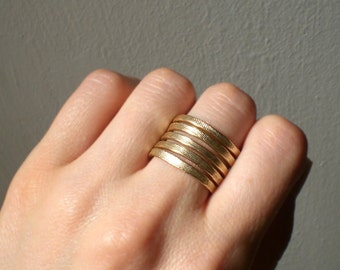 Gold jewelry // Band ring // Statement ring // Gold accessories // Gold ring // Aluminum ring // Textured ring // lachlobijoux