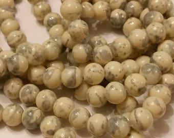 18 glass beads round 8mm beige