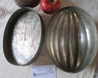 """Mold,, Tin  Mold, Acorn shape...,9""""x7""""x5""""...working  condition...  I have  used it..(white plum duff)"""