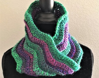 Green and purple infinity cowl, Crocheted neckwarmer, Chevron stripe cowl, Circle scarf, Neck warmer, Cowl scarf, Gift for her, Womens scarf