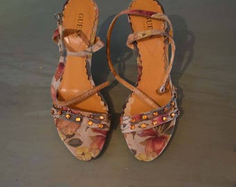 Cute Vintage 1980s Marciano Guess Floral Wedge Summer Sandals with Amber Rhinestones Sz. 7-1/5M