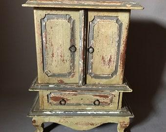 Vintage jewelry wood box