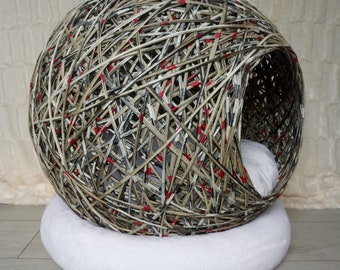 """""""Bubble of Eden"""" L basket for small dog or cat."""