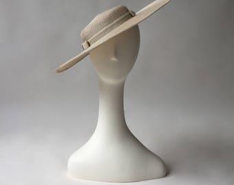 70s beige raffia pancake tilt hat by JAEGAR / boater / one size fits most