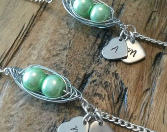 Peapod bracelet, Mum gift, Sister gift, Birthday bracelet, Mothers day gift, Baby twins, Two peas in a pod, Greenery, Maternity