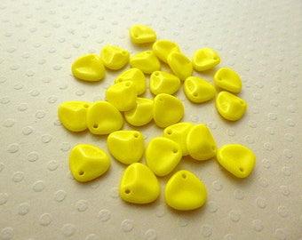 Set of 25 beads pink Petals Op. Yellow 8mm - RP8 0545
