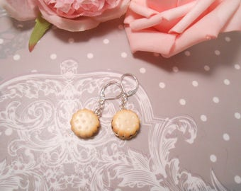 Earrings biscuit filled with chocolate