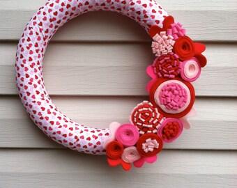 Valentine's Day Wreath - Valentines Wreath - Heart Fabric Wreath - Valentine Wreath - Valentine Day Decor -Heart Wreath - Felt Flower Wreath