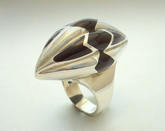 The Capsule Ring. Silver Art.