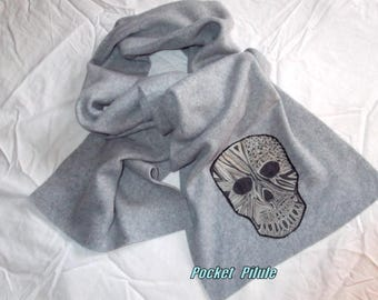 "Scarf fleece winter 2017 ""Skull"" grey, snow"