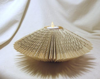 Folded holder + tea light with battery, approx. 7cm high, book-upcycling manual work