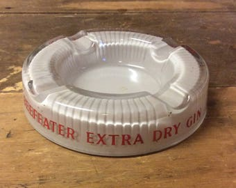 Classic Beefeater Extra Dry Gin Vintage Circular Glass Ashtray, London Dry Gin, Home Bar, Man Cave Retro Decor, Pub Advertising, 1950s 1960s