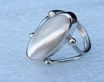 Mother-of-Pearl Sterling Silver Solitaire Ring size 7 by SmithSilver