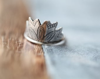 Flora ring. Sterling silver  band. Roller Printed Jewelry