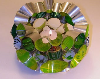 """""""green bubles"""" candle in recycled cans"""