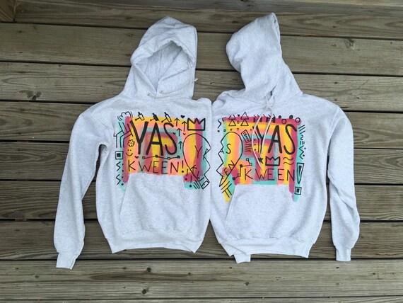 Yas Kween Hand-Painted Crew Neck Sweatshirt gmKJA8uR