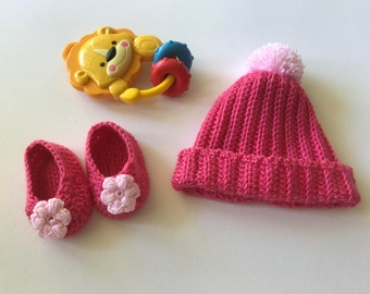 Baby hat and Booties,baby sleepers,baby fashion, baby shoes, pink beanie,Xmas gifts, pink booties ,baby shower