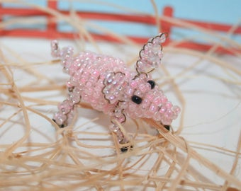 Beaded animals: pig in seed beads