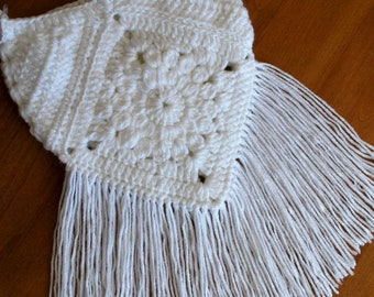 Boho Crochet Purse; Bohochic Crochet Bag; Crossbody Fringe Purse; Make and Do Crew Crochet Pattern; Fringe Crossbody Bag